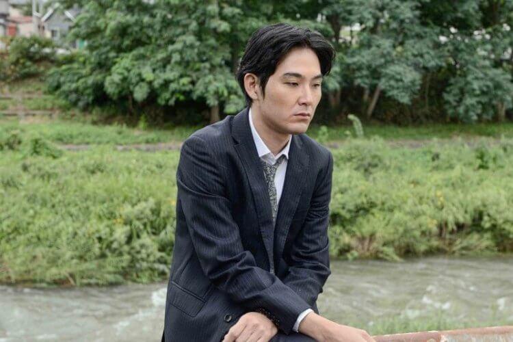 松田龍平《影裏》電影劇照。
