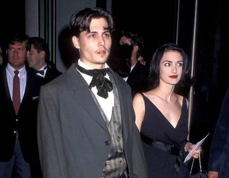 1991 年帶著女友薇諾娜瑞德出席金球獎的強尼戴普。