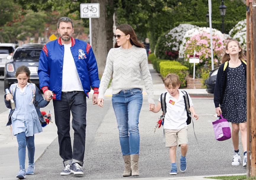 班艾佛列克 與家人。