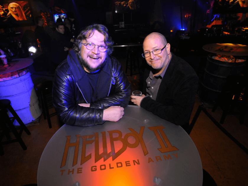 導演 : 吉勒摩戴托羅 (左)、漫畫家 : 麥克米格諾拉 (右)。