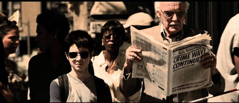 在 2003 年版電影《夜魔俠》中「客串」路人的史丹李。