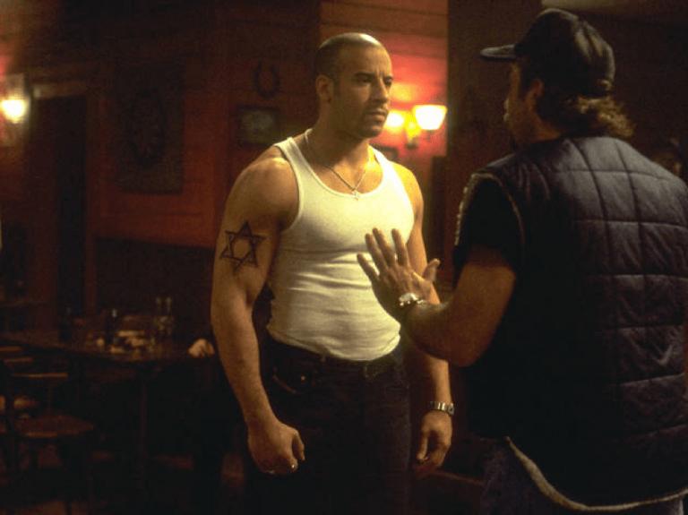 2002 年動作電影《限制級戰警》劇照。
