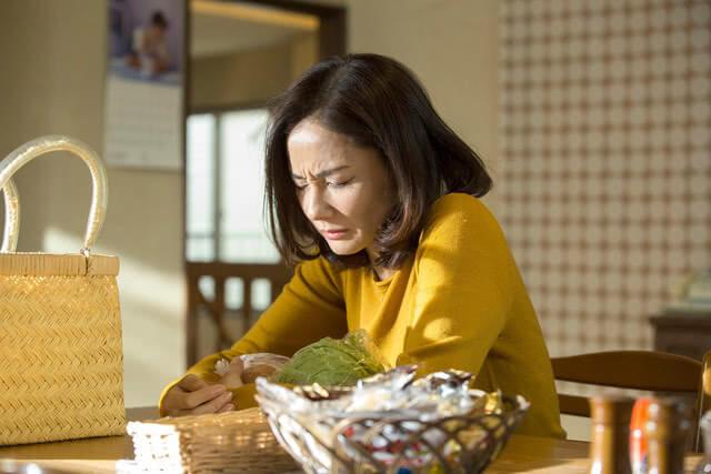 吉田羊在《不管媽媽多麼討厭我》片中有許多情緒大展大放的挑戰。