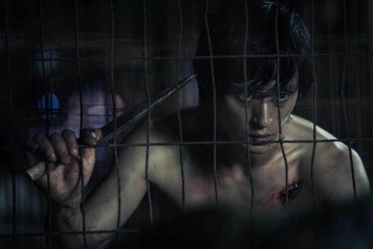 在《極惡對決》中飾演殺人魔的金成圭刻意減重並鑽研許多連續殺人犯相關資料,在片中成功演出令人毛骨悚然的殺人魔角色。
