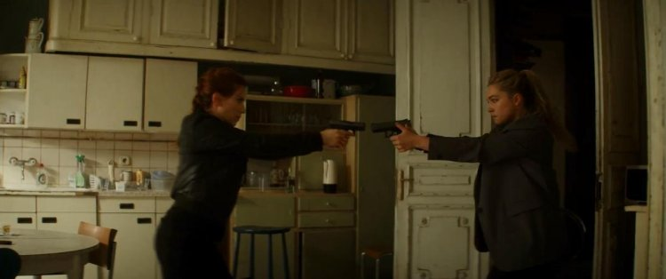 在《黑寡婦》電影預告中,弗洛倫斯佩治飾演的伊蓮娜將與史嘉蕾喬韓森飾演的娜塔莎有精彩對打戲。