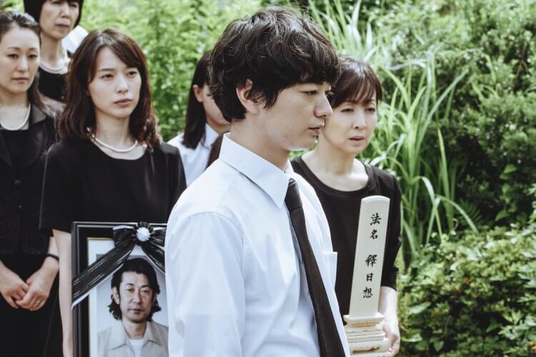 《最初的晚餐》染谷將太與戶田惠梨香。