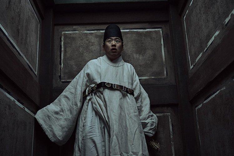 以《請回答 1988》與《三流之路》廣為人知的安宰弘近期在《屍戰朝鮮》有重要戲份。