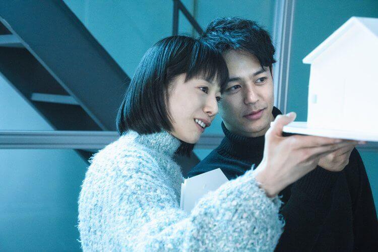 日本電影《慾火烈愛》改編自直木賞作家島本理生跨越道德的禁忌之作《Red》。