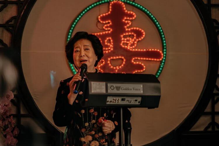 「全民阿嬤」陳淑芳在《孤味》中獻唱。