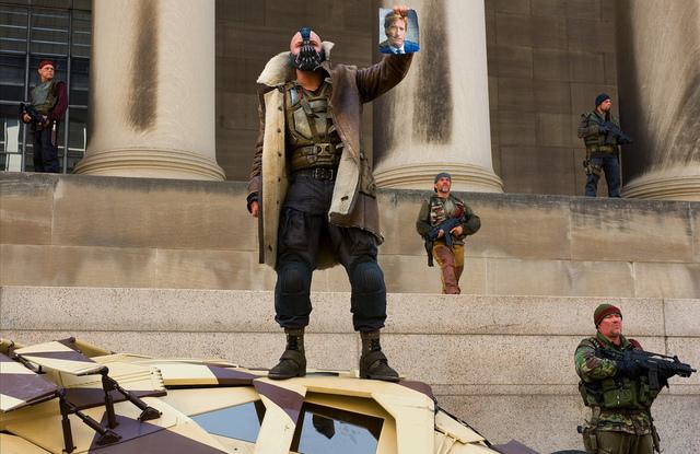 湯姆哈迪 (Tom Hardy) 所飾演的班恩 (Bane)