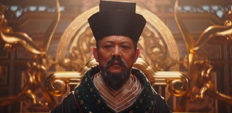 李連杰在《花木蘭》中飾演皇帝。