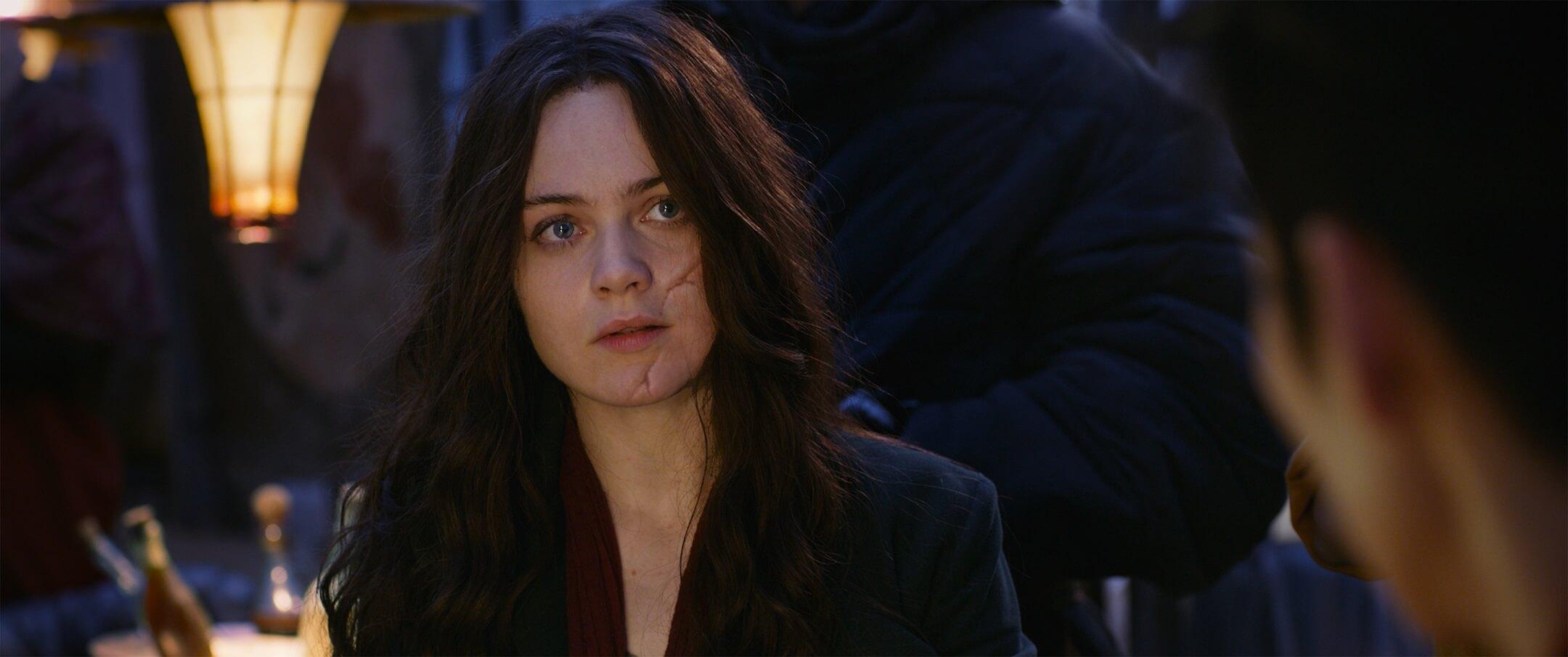 《 移動城市 : 致命引擎 》 劇照 女主角由 赫拉希爾馬 飾演,期待她在戲裡的演出。