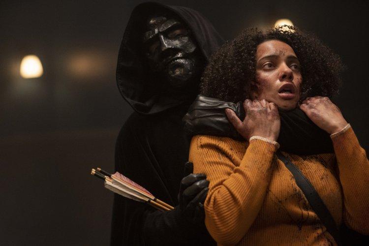 《 黑色聖誕節 》(Black Christmas) 改編自經典砍殺片《 女生驚魂記 》,由 蘇菲亞塔卡爾 (Sophia Takal) 執導。
