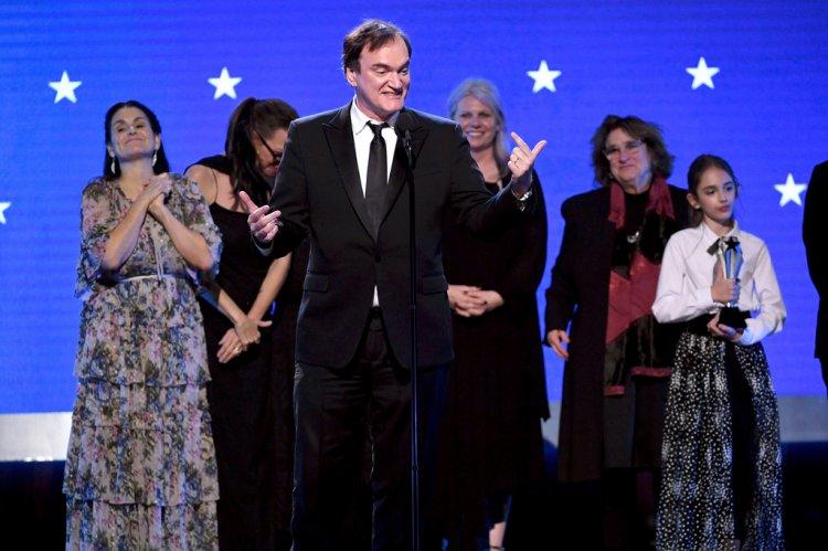 在 2020 年獲得評論家選擇電影獎最佳影片、最佳原創劇本的昆汀塔倫提諾。