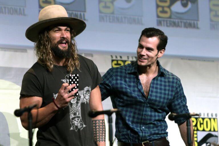 「水行俠」傑森摩莫亞與「超人」亨利卡維爾。