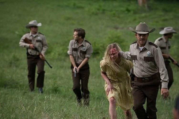 《德州電鋸殺人狂前傳:皮面人》劇照。