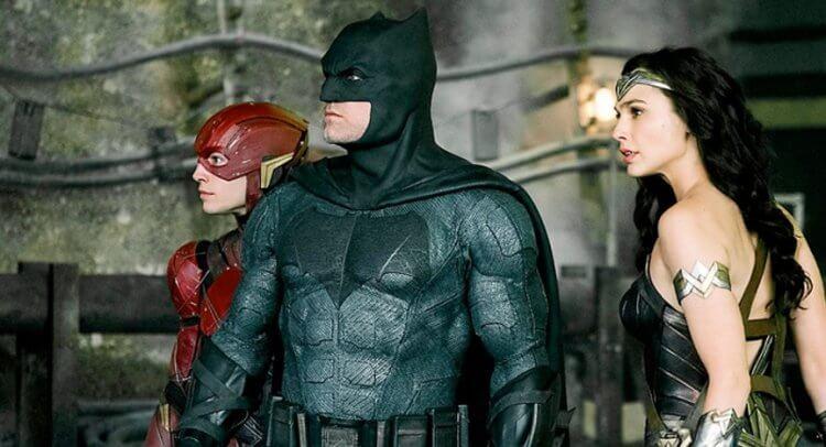 《正義聯盟》 中的閃電俠、蝙蝠俠、神力女超人