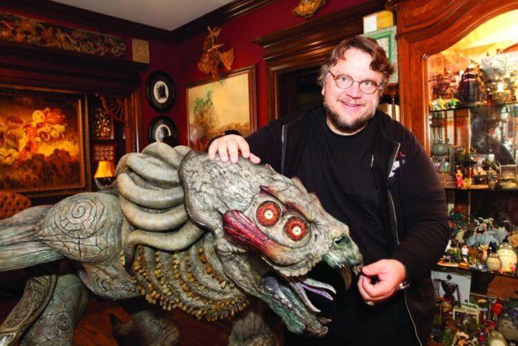 我們喜愛的宅宅導演吉勒摩戴托羅十分喜愛神話與怪物等題材,也有許多自製與收藏。