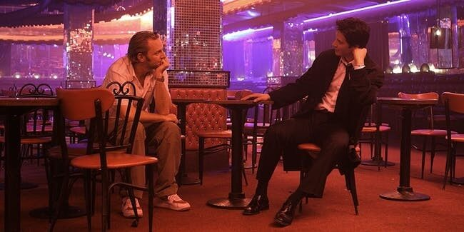 《驅魔神探:康斯坦汀》拍攝過程中的導演法蘭西斯勞倫斯與男主角基努李維。