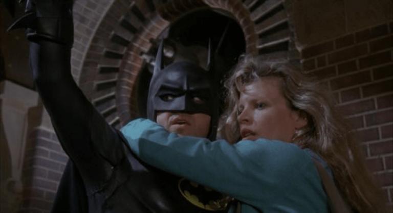 1989 年提姆波頓執導的《蝙蝠俠》電影,增添許多黑色幽默元素,讓觀眾層「轉大人」。