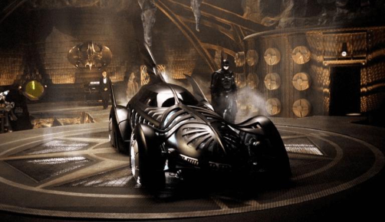 要找到塞的下《蝙蝠俠 3》超霸氣蝙蝠跑車的蝙蝠洞,攝影棚及相關搭建都是大工夫。