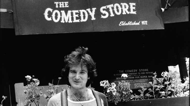 早年的羅賓威廉斯,曾在喜劇俱樂部表演,是位單口相聲諧星。