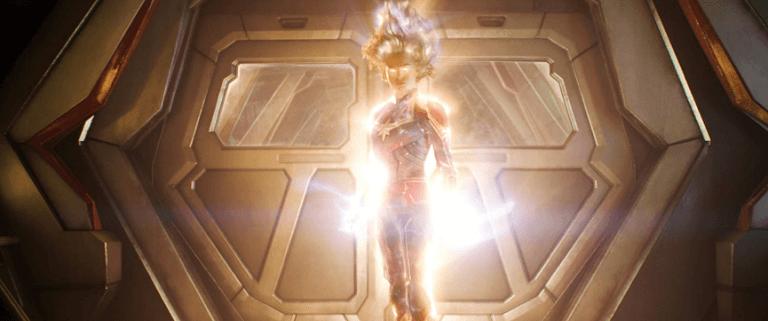 《驚奇隊長》電影劇照,片中卡蘿丹佛斯釋放無與倫比的雙星之力,威震八方。