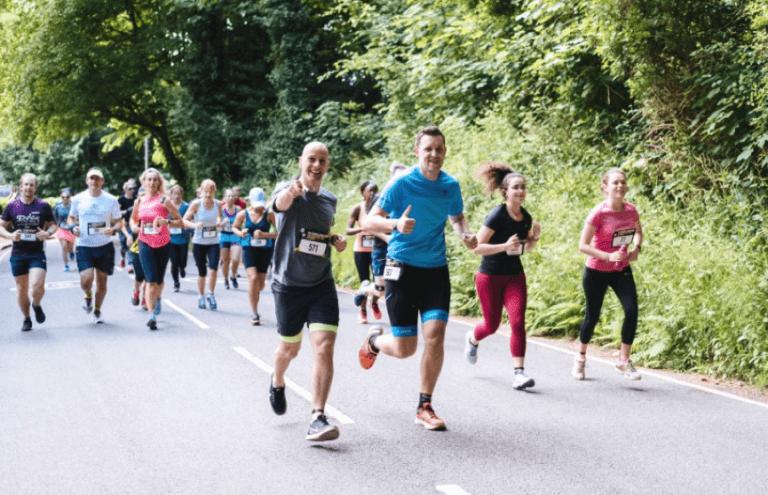 每年舉辦的慈善路跑:達瑞爾挑戰賽,終點地點就在「超人」的家鄉英國澤西島。