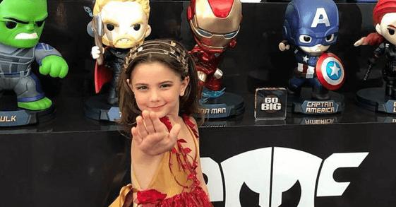 小摩根由 6 歲的蕾西拉比 (Lexi Rabe) 飾演