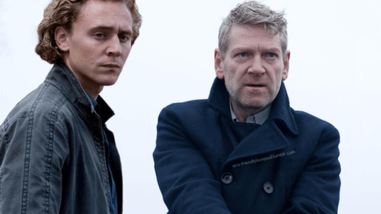 2008 年由 BBC 製播的,肯尼斯布萊納主演的影集《韋蘭德》,左邊就是湯姆希德斯頓,是的,又是他。