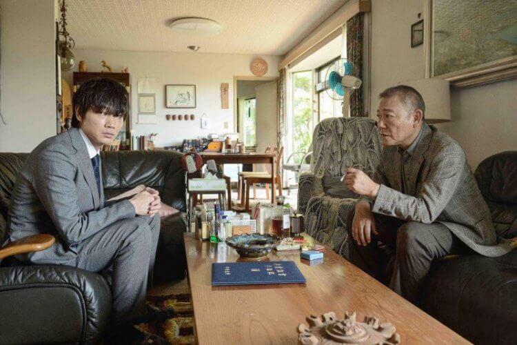 綾野剛主演《影裏》電影劇照。