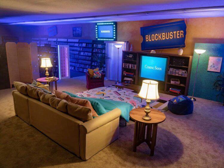 夜宿現場採以90 年代主題客廳呈現,希望透過這樣的精心佈置,讓影迷們感受到電影的魔力。