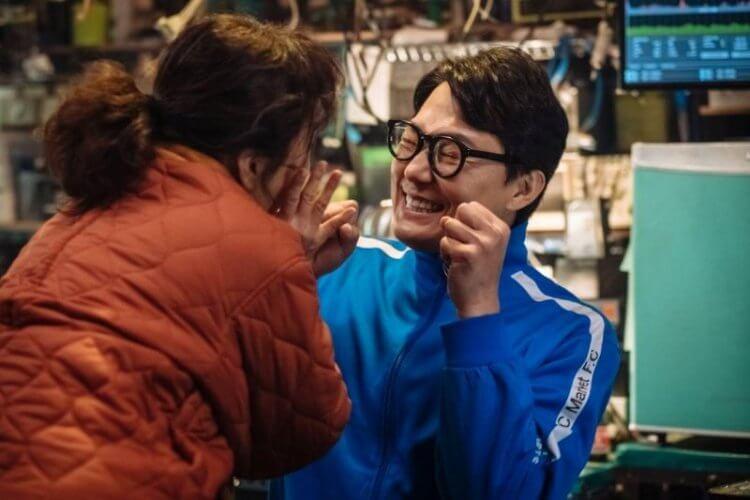 韓國電影《特務搞飛機》劇照。