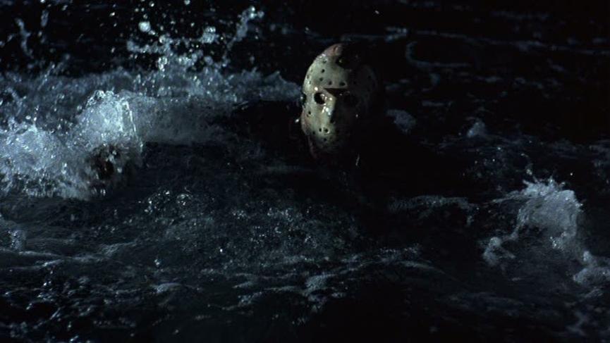 《 13號星期五 》傳說中的 水晶湖露營區 ,是 傑森 徘徊不去的傷心地。