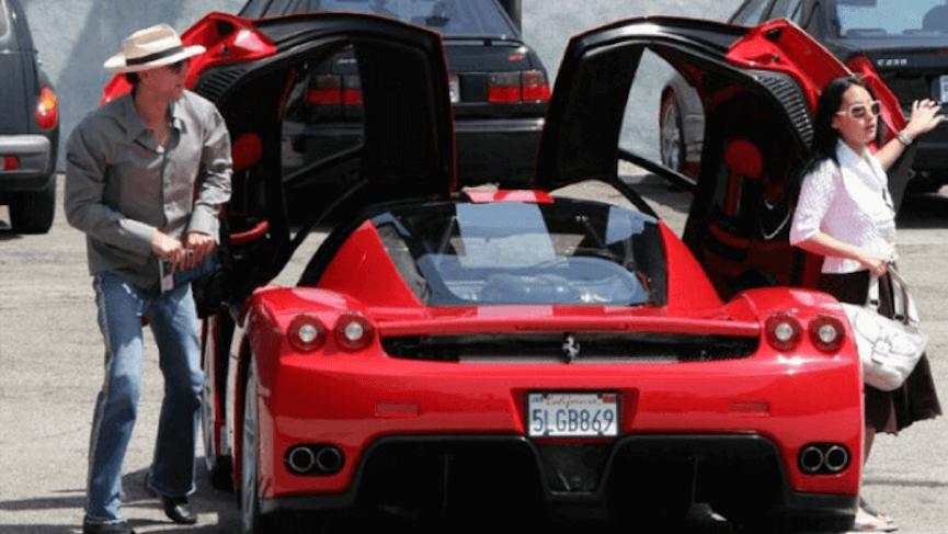 尼可拉斯凱吉 擁有超過五十台的名車,包括這台法拉利 Enzo 。
