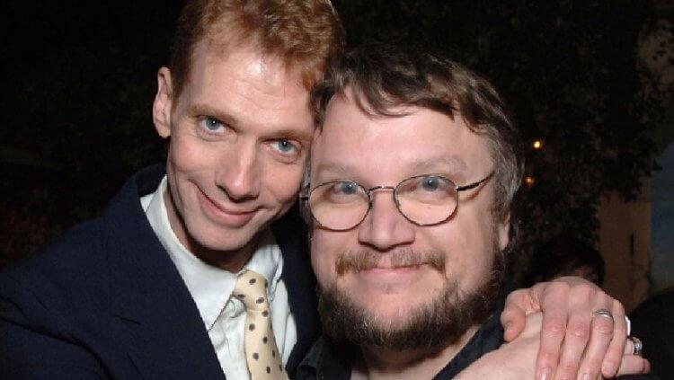 道格瓊斯 (Doug Jones) 與吉勒摩戴托羅(Guillermo Del Toro)。