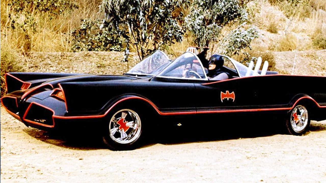 《小丑》電影片場驚現「那台」經典蝙蝠車!六〇年代電視版的那台!首圖