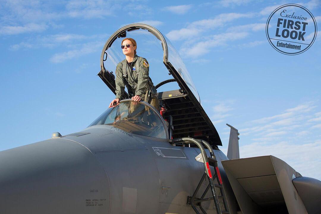 帥氣的女飛官 卡蘿丹佛 ,圖為《 驚奇隊長 》 劇照 。