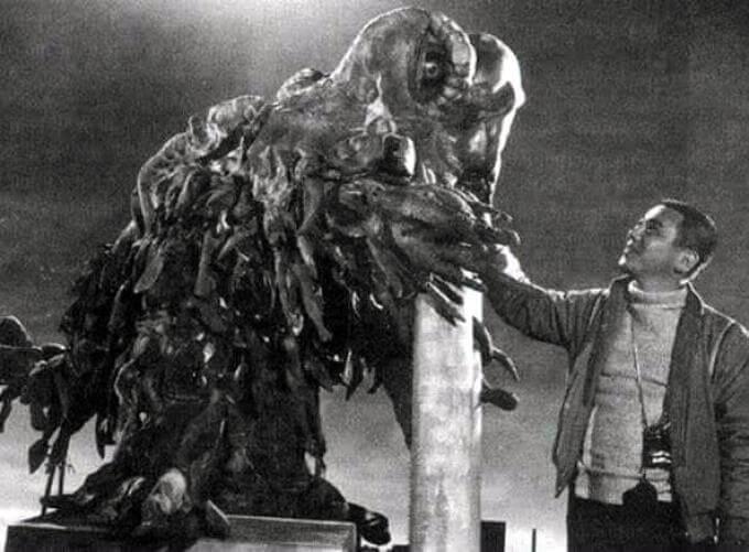 坂野義光與哥吉拉系列的特攝怪獸黑多拉。