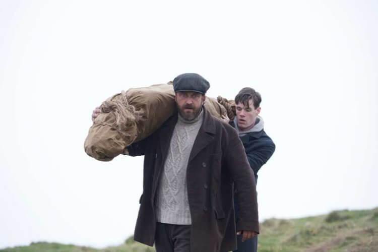 克里斯多夫內霍爾姆執導的《黑夜看守人》電影劇照。