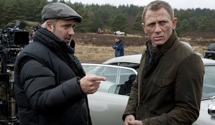 山姆曼德斯與丹尼爾克雷格在《007》拍攝現場。