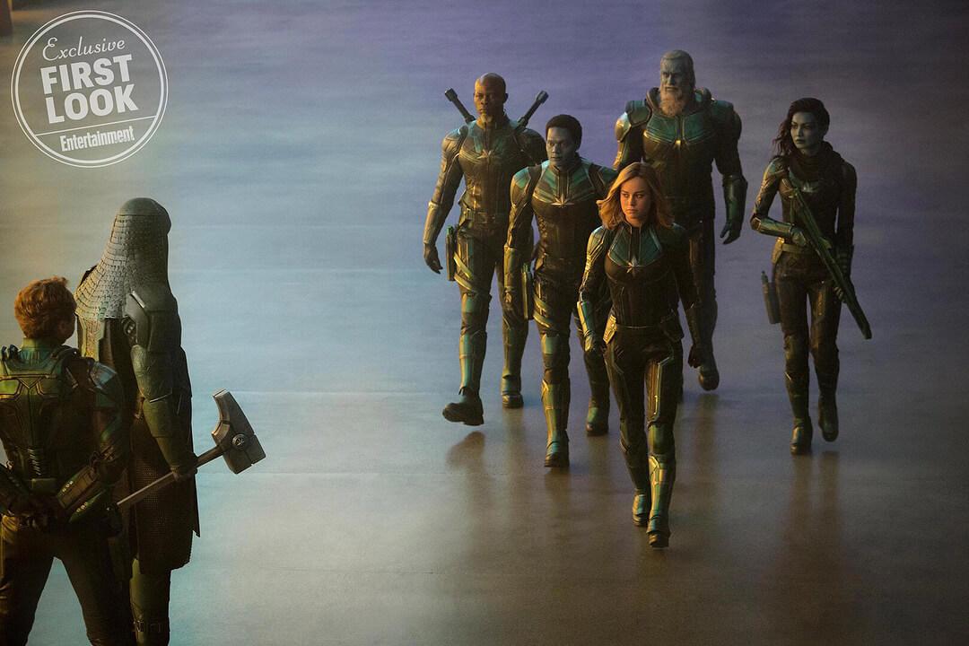 電影開頭的 驚奇隊長 已在外星戰隊配屬下效力了。