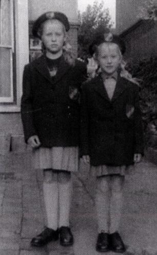 海倫米蘭(右)