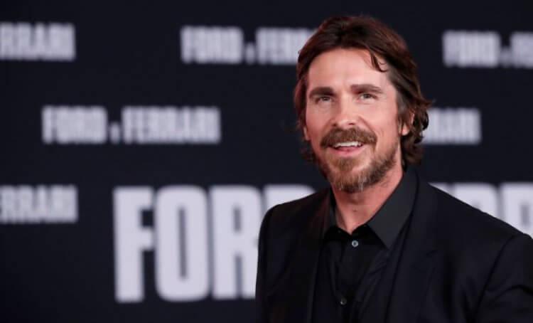 常因詮釋角色而努力改造自己身形的奧斯卡影帝克里斯汀貝爾 (Christian Bale),這次也為戲爆瘦演出《賽道狂人》。