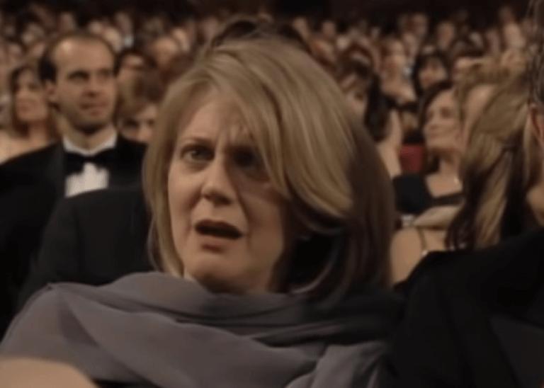 布萊絲丹娜在女兒痛哭時露出了不可置信的表情