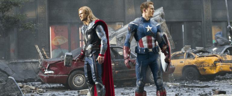 2012 年推出的漫威超級英雄電影《復仇者聯盟》,索爾、美隊、還有你熟悉的電影英雄們齊聚一堂奮戰。