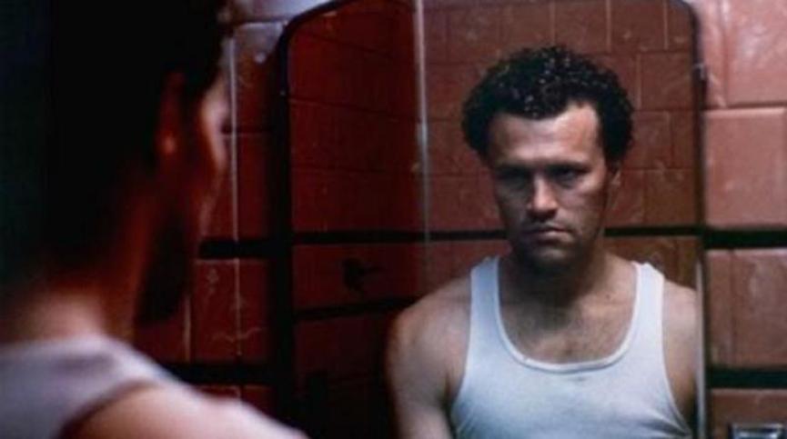 麥克魯克 首度擔綱主演的電影《 亨利 : 殺手的肖像 》劇照。