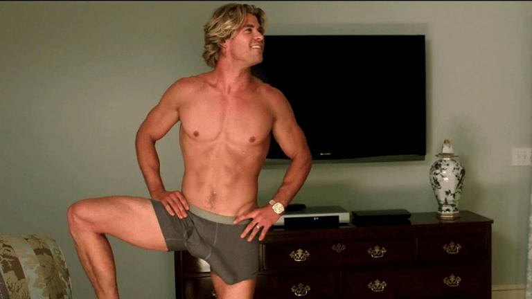 2015 年喜劇片《全家玩到趴》中極盡搞笑又賣肉的男神:克里斯漢斯沃。