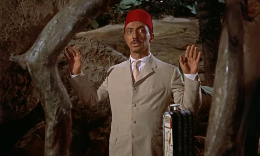 《 永眠的詛咒 》 劇照 ,穆罕默德在電影中勸告主角一行人不要進入墓穴。