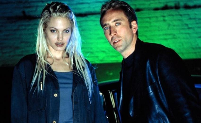 2000 年電影《驚天動地 60 秒》中的裘莉與凱吉。